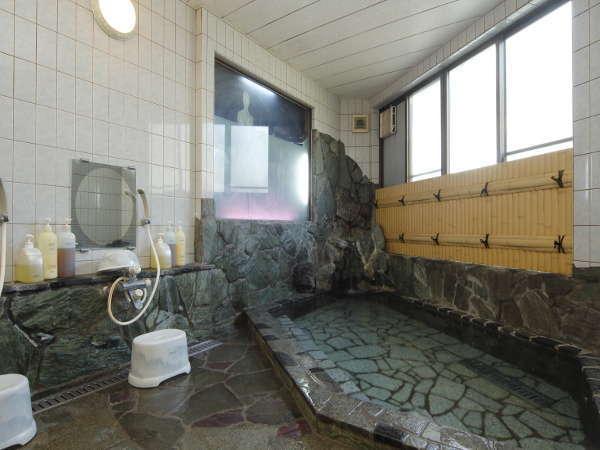 【お風呂は男女各1つずつで、24時間いつでもご安心してご利用いただけます。】