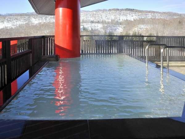 昆布温泉郷の自然を一望出来る露天風呂