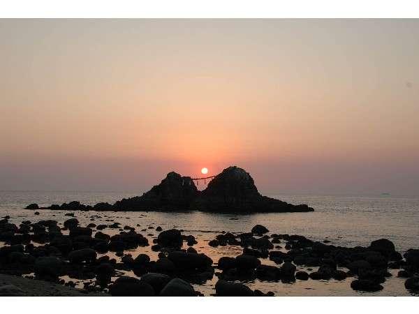 【二見ヶ浦・夫婦岩】お車で25分。二見ケ浦の海岸線は抜群のドライブコースです!