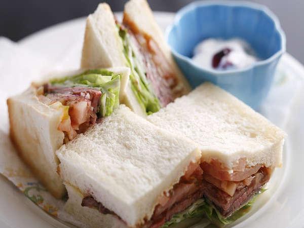 朝は軽めの方におすすめ!朝食に飛騨牛ローストビーフサンドイッチはいかがですか(一例)