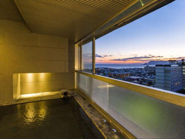 【SUITE】函館の街並みを眺めながら浸かる展望風呂。
