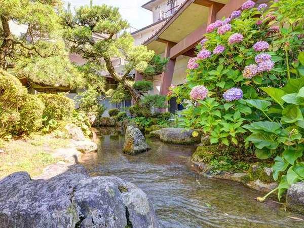 【湯野温泉 紫水園】24時間入浴可能な天然温泉/川も流れる4000坪の庭園で癒しの休日