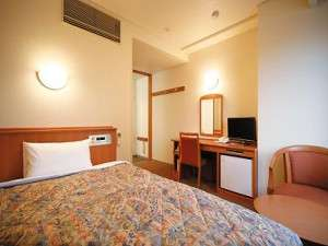 ワイドシングルルーム:全室角部屋で、ベッドは余裕のダブルサイズ。