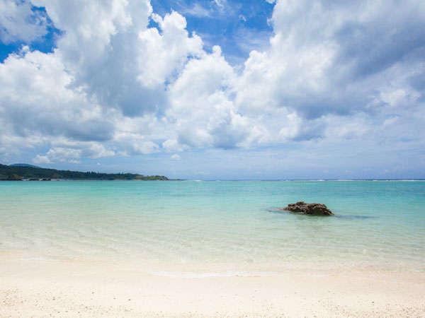 徒歩10分、車なら3分の「いちゃんだビーチ(沖縄で名も無い浜)監視はいませんので遊泳は自己管理で。