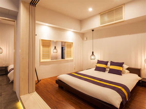 ヴィラは50平米。主賓室にはクイーンサイズのダブルベッド、ツインルームと合わせ4名様ご宿泊可能。