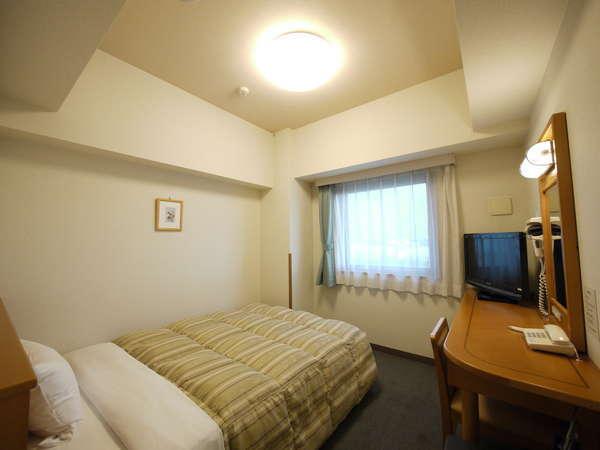 客室シングル(12㎡)☆全室幅140cmのセミダブルベッド完備です。ゆったりおやすみくださいzzz