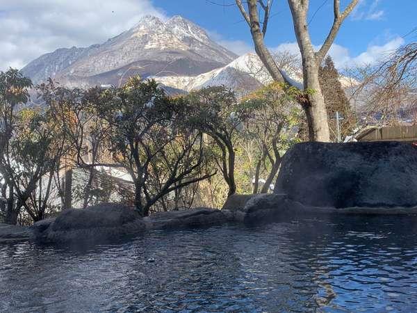 【貸切露天風呂】由布岳に雪がかかり幻想的な景色が