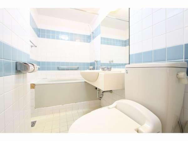 バスルーム シングルルームのバスルームも広々しております♪もちろん全室ウォシュレットつき♪