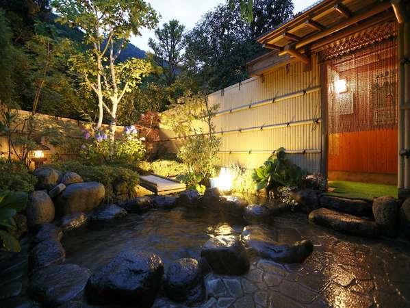 木々に囲まれた庭園露天風呂