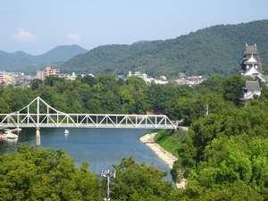 岡山城方面の、緑豊かな景色。