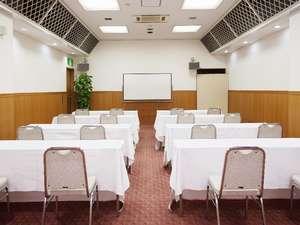 2階会議室では、最大40名様までの会議、ご宴会等のご予約を承ります。