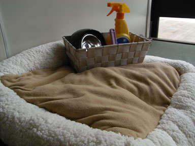 ペット用ベッドや食器、消臭スプレー、コロコロなど