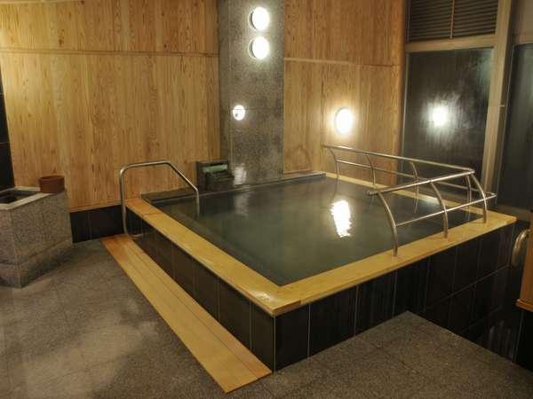 宿泊者専用のお風呂(朝7時~9時の清掃時間以外はいつでも入れます。)