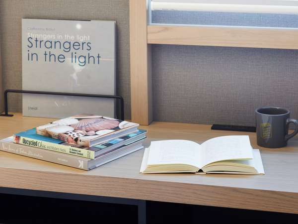 好きな本を選んで客室に持ち込める「ブックス トゥ ゴー」サービスのご提供(宿泊者限定)