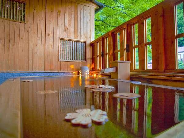 木曽川を望む露天風呂
