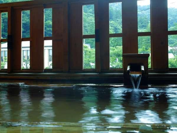 温泉でのんびりくつろぐ露天風呂