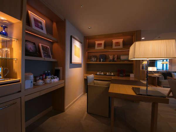 【G8サミットスイート◇2ベッドルーム】 上質の時を過ごせる、シックでスタイリッシュな空間。