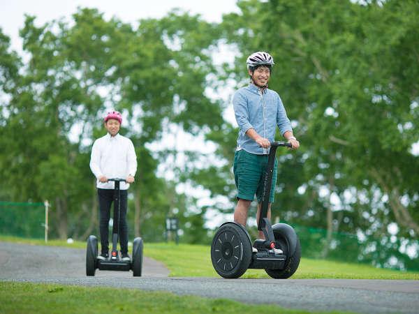 【セグウェイ遊覧】 簡単な体重移動で自由に移動できる立ち乗り二輪車で、のんびり楽しい遊覧も◎
