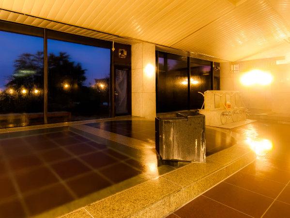 心地よい湯触りの秘密は光明石温泉(人工温泉)。太平洋からの朝日を望めば心も体もリラックス♪