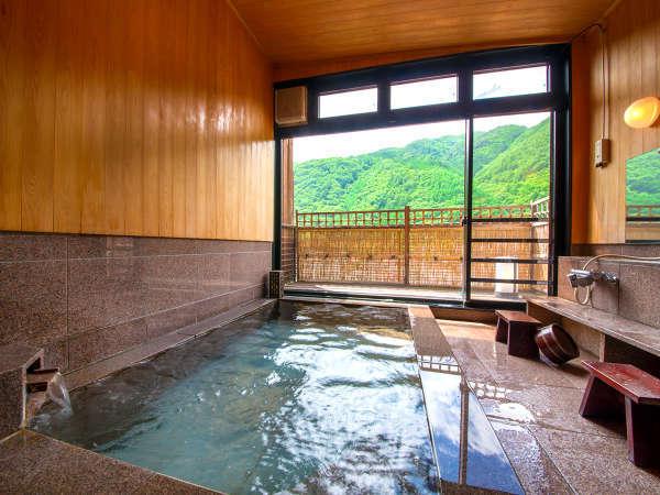 お風呂は朝風呂がオススメ!木曽の山景色を眺めながらの温泉は格別♪緑がすごく綺麗です