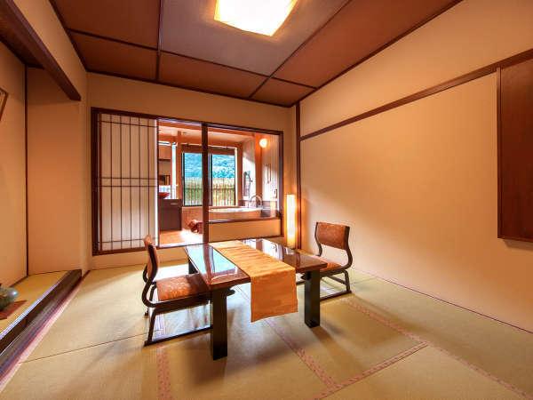◆半露天風呂付客室(8畳)◆カップルのお客様に大人気☆木の香に癒されるお風呂で、日々の疲れ解消!