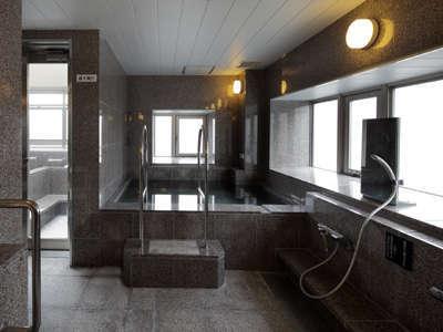 11階女性浴場の様子。営業時間15:00~10:00