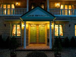特別貴賓室【ユー】左【トミー】右、入口。各客室は1階、2階と使用できます!