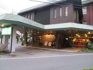 ようこそ!ホテル一乃館へ♪ 当館正面玄関横には、名水が汲める水取場があります。