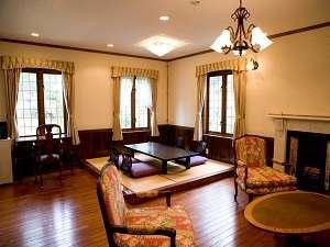 特別貴賓室【ユー】1階リビング+6畳。英国と和を取り入れた空間。内風呂も英国仕様。