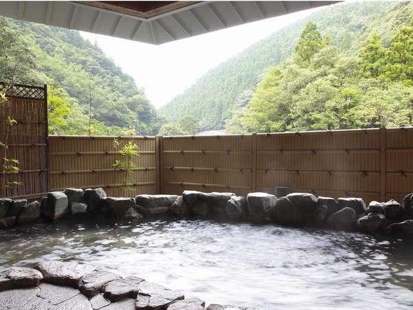 【龍神温泉元湯】渓流沿いの露天風呂。山の香りが心地よいです
