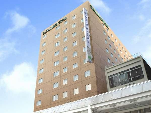 ホテル外観:11階建て、茶色のタイル張りの建物です。(国道157号線沿い)