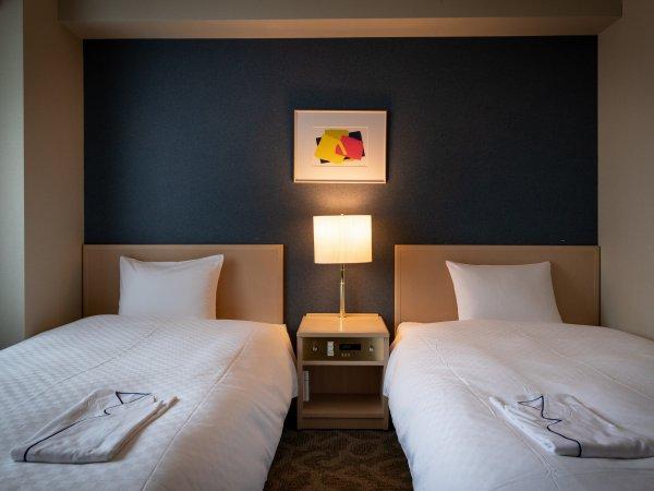 【ツインルーム】ベッド幅110cmが2つございます。