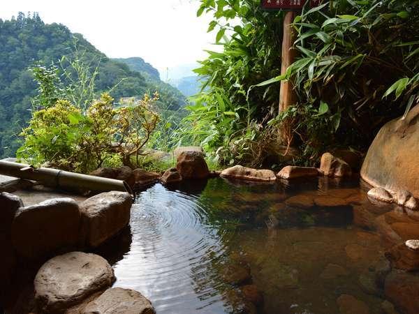 客室付露天風呂の一例。お部屋によって風景が異なります。
