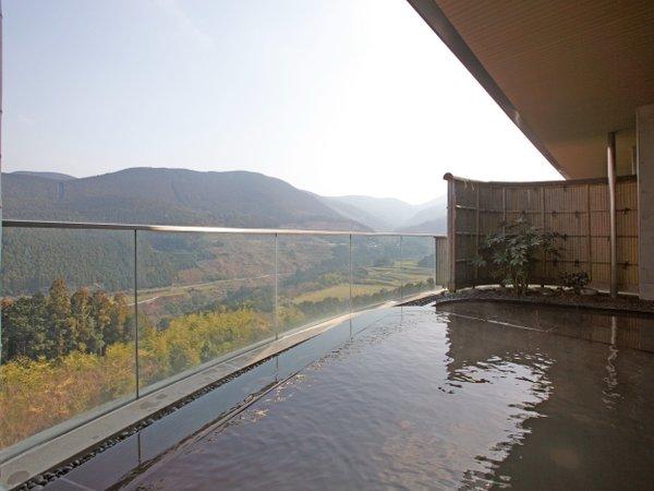 緑一面の景色を望む絶景露天風呂