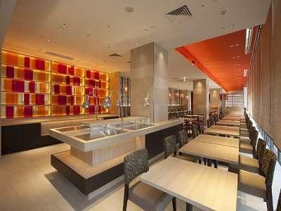 【レストラン】レストランでは朝昼をビュッフェスタイル、夜をアラカルトメニューで営業いたします
