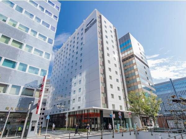 【外観】JR博多駅博多口より徒歩2分の立地にある当ホテルは交通アクセスも抜群です