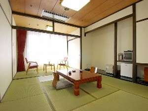 【客室】12畳の和室でゆっくり寛げます