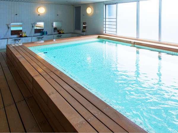 熊本の街を一望できる最上階の大浴場 天空の湯「満月」。ラジウム人工温泉です。
