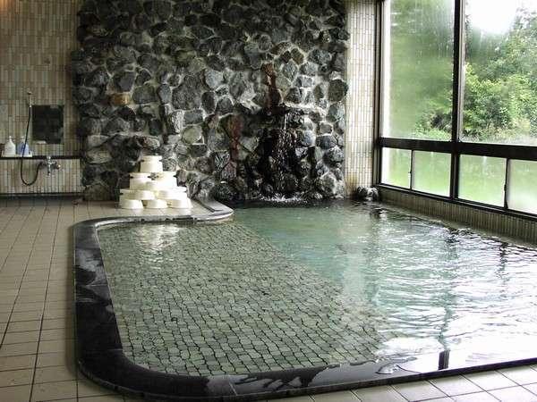 ゆったりと広々な天然温泉大浴場