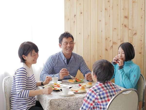 自然と笑顔がこぼれる、おいしいお食事♪ レストラン「プラネット」で皆様をお待ちしております