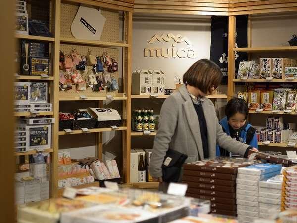 地元の代表的なお土産品の他、新潟県内のお土産品を取り揃えております