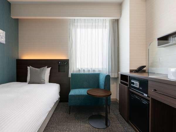 モデレートシングル・122CM幅ベッド1台 愛媛の青い空と瀬戸内海をイメージしたブルーの客室