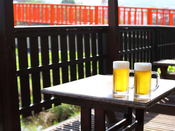 桟敷席で生ビールはいかがですか