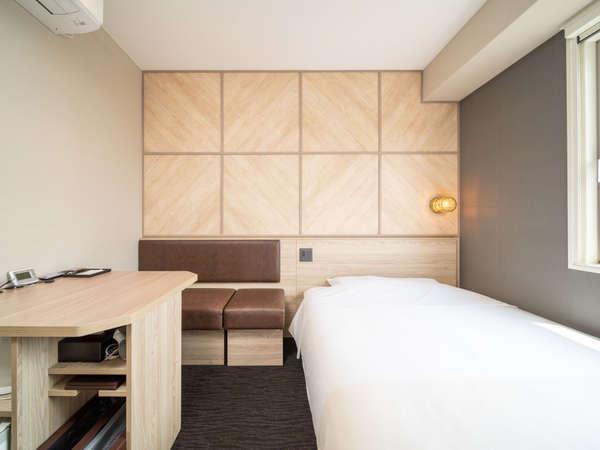 新しいお部屋のエクストラルームです。ベンチシートとワイドデスクで快適♪