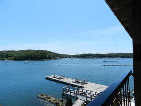 【客室からの眺め一例】海側客室から望める英虞湾では真珠の養殖が盛んです*