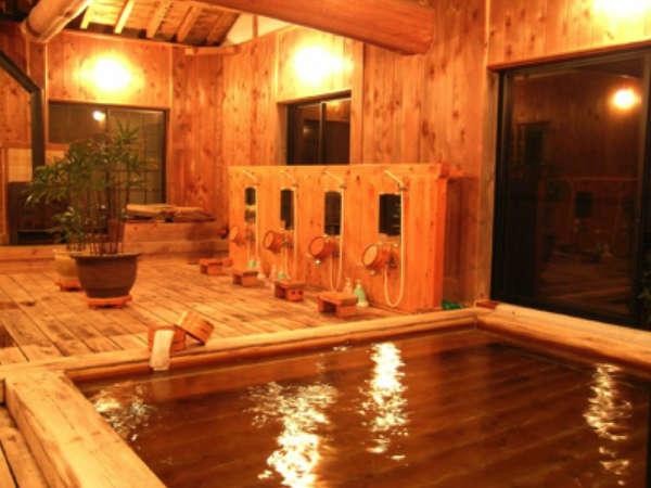 すべて桧で造られたお風呂