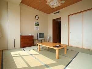 広々とした和室8畳・・・お部屋から田沢湖が望めます。