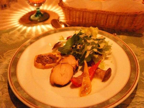 旬の味を活かした地元産にこだわった有機野菜をたくさん使用したサラダ仕立てのオードブルの一例です