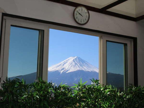 浴槽に浸かりながら富士山を真正面に臨むサンルームのジャグジーバス☆夜にはプラネタリウム鑑賞できます