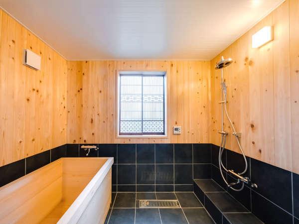 佐原の職人さんが丹精込めて作った檜風呂※一部客室はシステムバスです。